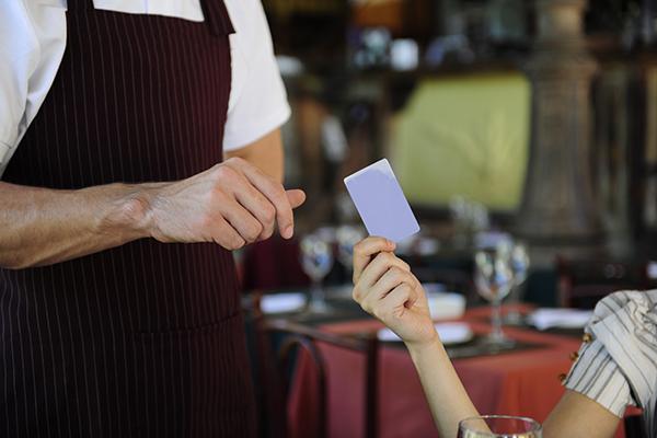 飲食店がクレジットカード決済を導入すべき理由とは