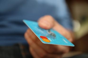 法人間決済で利用が増えるビジネスカードの利便性とは