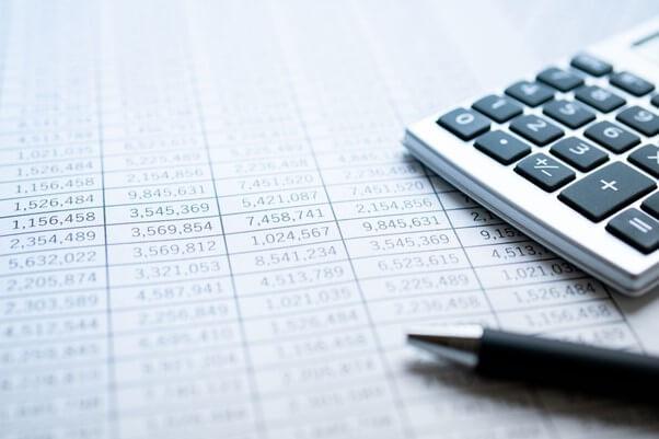 売掛金と売上の関係性とは?管理上の課題や効率化させる方法なども解説