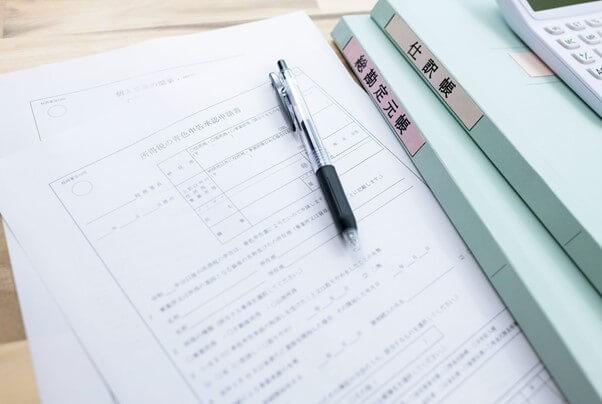 仕訳帳と総勘定元帳の関係性とは?転記方法や作成方法などについても解説