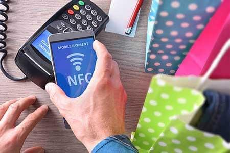 かざして通信の「NFC」とはいったい何? FeliCaとはどう違う?